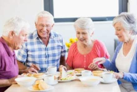 Seniors and Nutrition: Why Eating Together is Better
