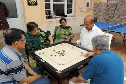 7 benefits and 11 ideas for indoor games for seniors